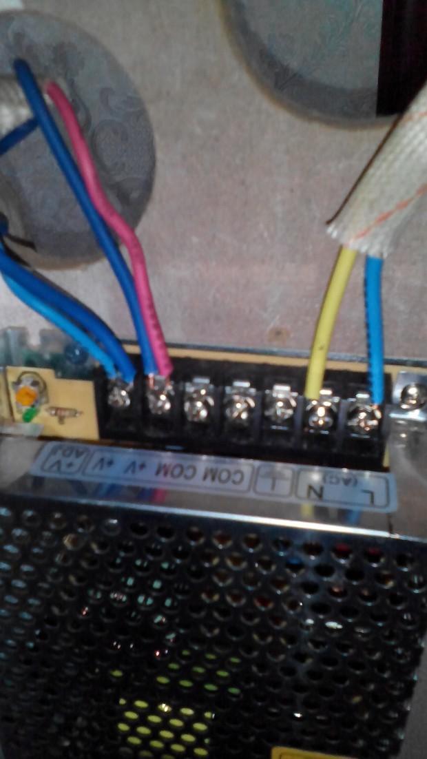 led灯带有整流器怎么接线?这种接法两组就亮一组