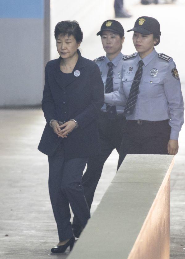 朝鲜官媒报道朴槿惠受审:叛国贼戴手铐出庭受审 - 钟儿丫 - 响铃垭人