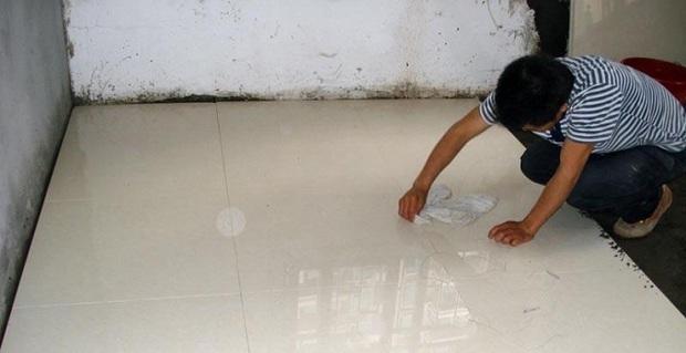 地板砖铺贴工艺流程:基层处理→弹线→预铺→铺贴→勾缝→清理