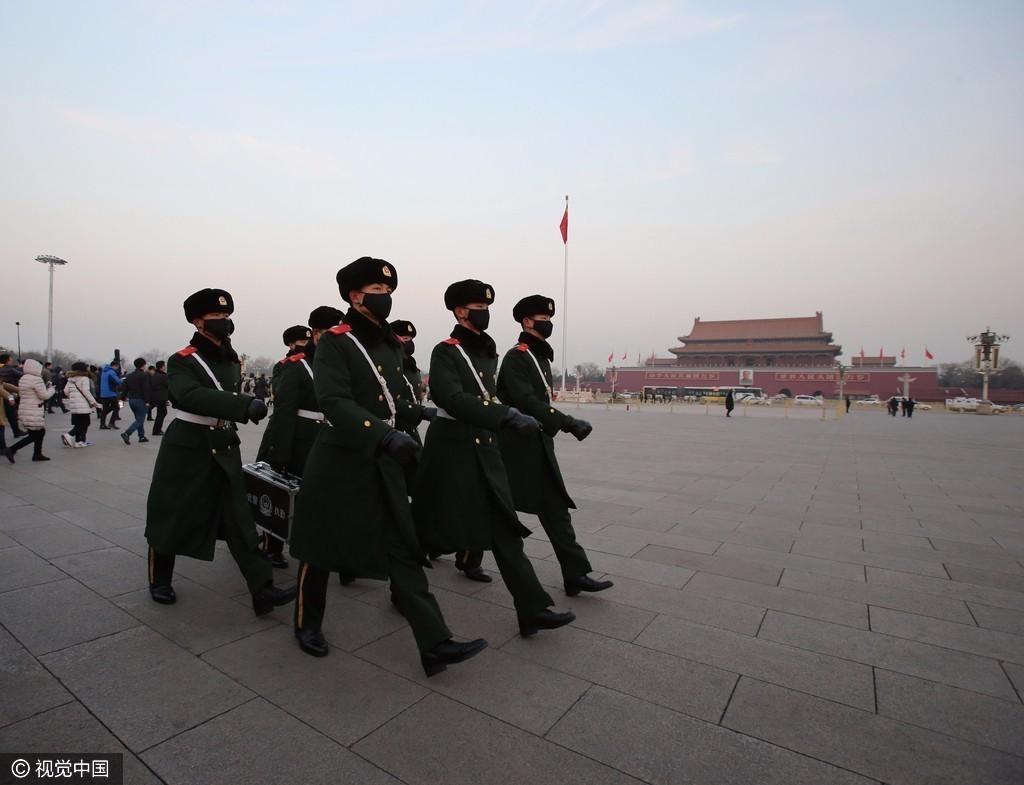 红警首日 北京天安门武警今年首次戴口罩执勤 - 周公乐 - xinhua8848 的博客