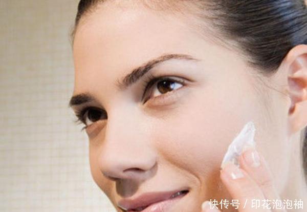 化妆卡粉、起皮怎么解决,这几个化妆小技巧,还你一个精致妆容