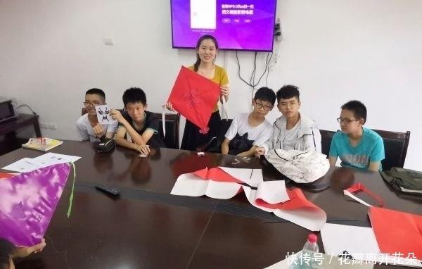 英语课上学剪纸、画脸谱、秀书法,这位美女教师用英语传播中国文化
