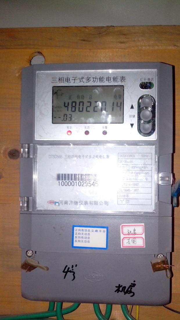 有一个三相电表,从三相空开里随意接一相到单相电表