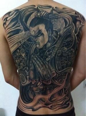 我想纹个满背二郎神,有没有人能给我看看,我能不能背起来,我95年的
