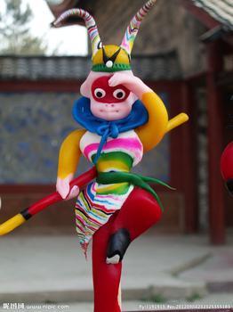 还有寓含幸福,吉祥,爱情的鸳鸯,孔雀,狮,虎,鹿等动物造型.
