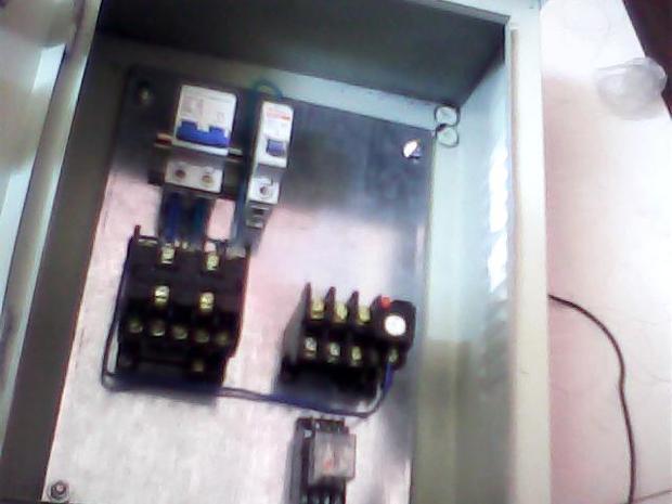 220v的水泵控制箱里面一个接触器一个热过载一个接浮