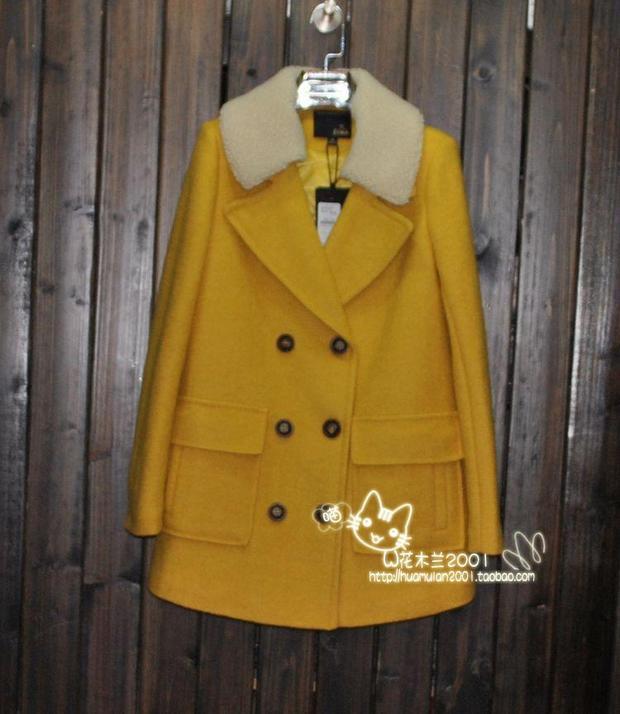 黄色呢子大衣内搭什么