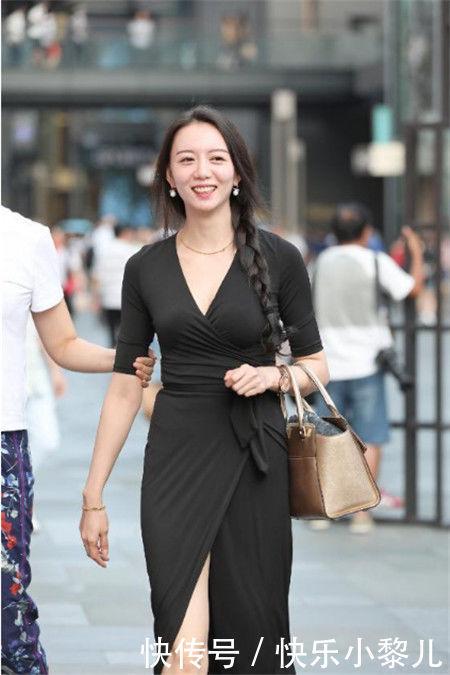 街拍:性感可爱紧身打底裤女人,展现出优美的曲线