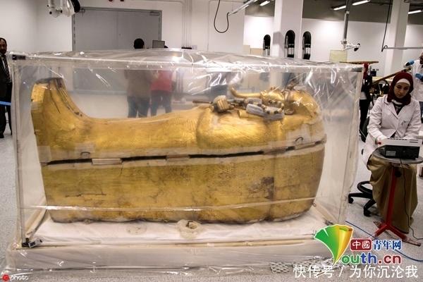 埃及图坦卡蒙法老金棺首次进行修复