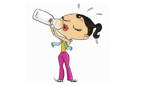 喝水排除体内毒素 保持身材美颜护肤