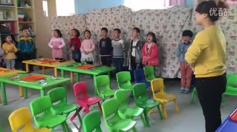 9龙海幼儿园大班礼仪课视频《系鞋带》