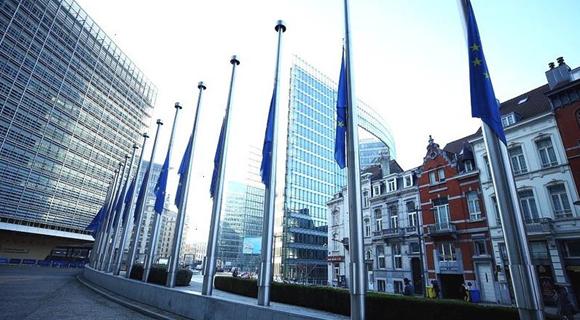 欧盟降半旗哀悼法国枪击案遇难者