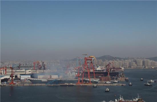 【网讯】中国首艘国产航母出坞下水 - 张艺之 - 张艺之的博客
