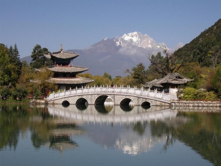 北京的西北,有一个风景很好的地方,叫做黑龙潭.