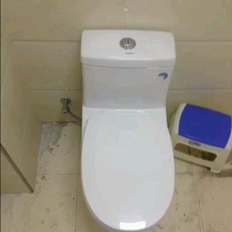 马桶位置留有上水管啊?