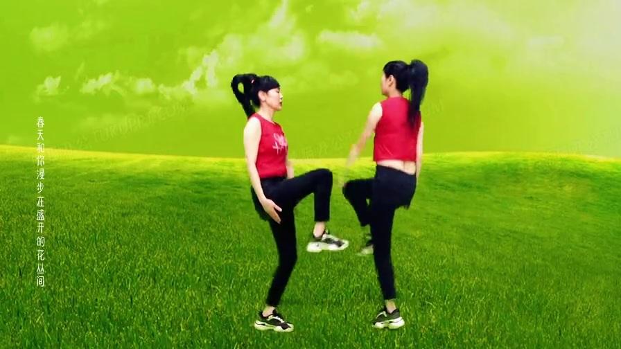 精选健身操《小苹果》跟着正背面运动,驱赶胃胀,疏通经络