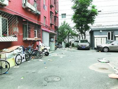 北京一小区老物业撤离无新物业接手 垃圾堆成山