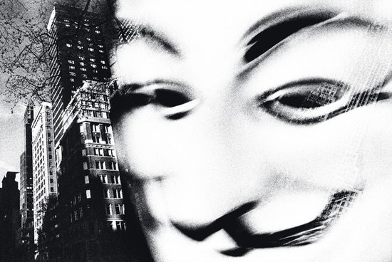 索尼2011年4月已经遭遇了一次大面积的PSN瘫痪事件,匿名黑客组织再次扬言要摧毁索尼的网络。除了一封匿名信外黑客还公布了一段语音。除了索尼之外,Justin Bieber. Lady Gaga. Kim Kardashian. Taylor Swift也被这个黑客组织所威胁。以下是录音原文: Hello, SONY. We are Anonymous.